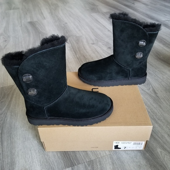 94b8065870d UGG Short Turnlock Water-resistant Suede Boot. NWT